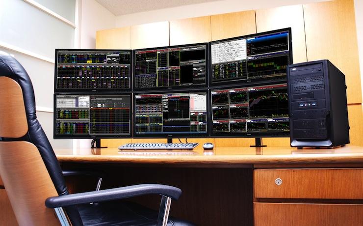 6枚のモニターを設置したトレードルームとデスクトップ配置