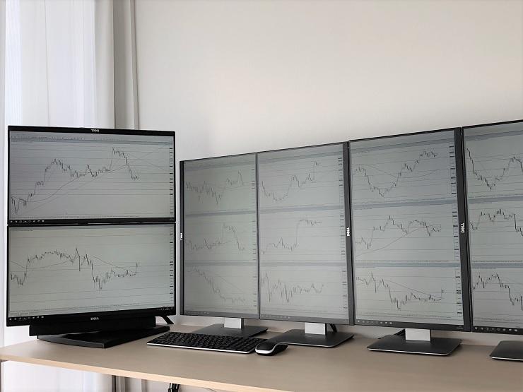 デイトレードに適したモニター構成とパソコンスペックを考慮したトレード環境